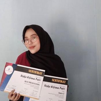 Riska Erfiana Menjadi juara 2 sekaligus Best Presentation dalam Olimpiade Ekonomi Syariah